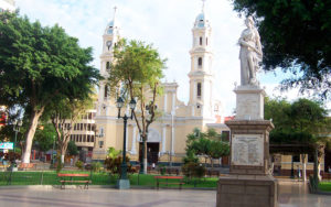 plaza-de-piura